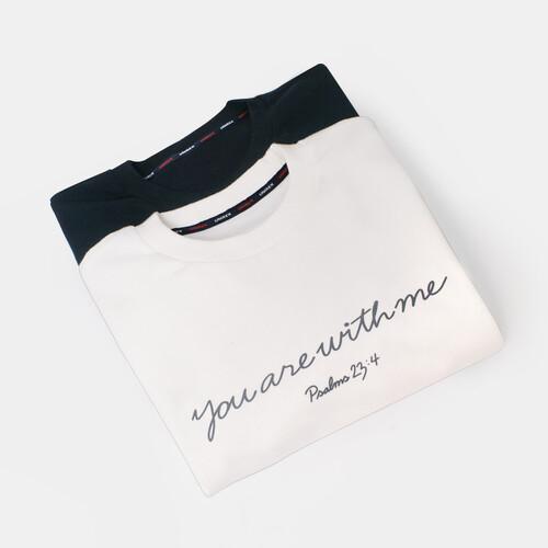갓피플 맨투맨 티셔츠 - 유아위드미