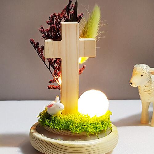 빛으로 밝히는 원목 십자가 LED 기도등