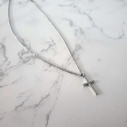RE:stoRE cross pendant necklace