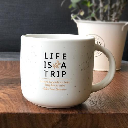 제이씨핸즈 인생은여행 머그 컵 [브라운] 350ml 본차이나 무광코팅 선물 케이스